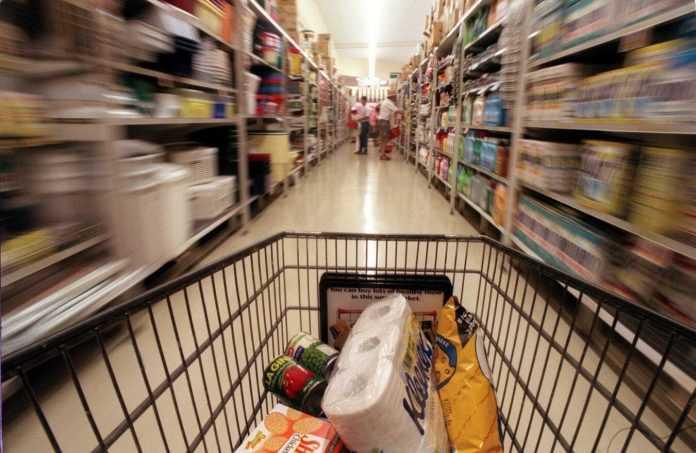 Denuncian a Supermercados