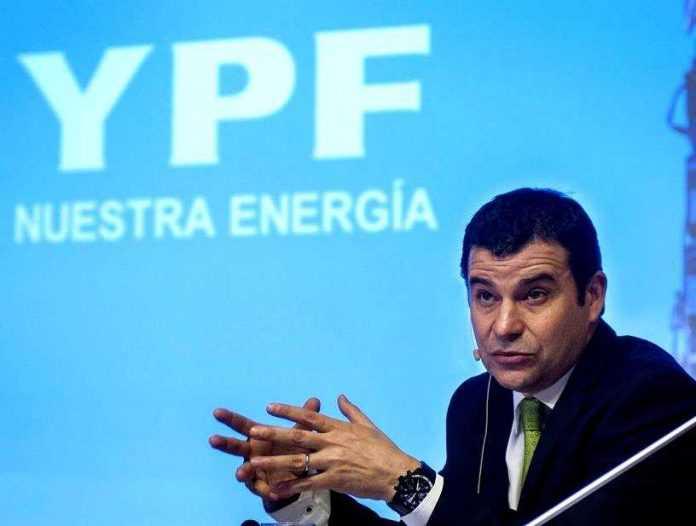 Galuccio confirmó que YPF reducirá sus inversiones un 25% este año